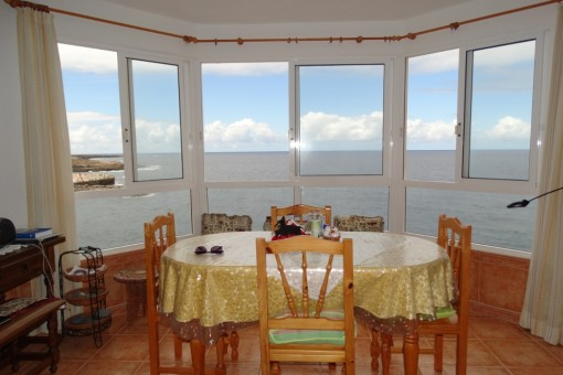 Wohnung in sehr gutem Zustand mit freiem Meerblick aus der ersten Reihe in Los Silos
