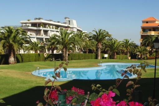 Schöne Wohnung mit Meerblick, Garten, 2 Schlafzimmern und großem Gemeinschaftsschwimmbad in La Quinta