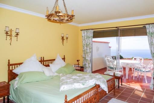 Schlafzimmer mit fantastischem Meerblick