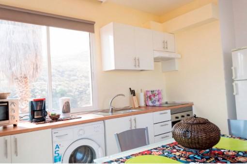 Voll ausgestattete Küche mit tollem Ausblick