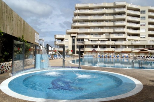 Gelegenheit: Elegante Wohnung mit 2 Schlafzimmern und Pool in Los Gigantes zu sehr günstigem Preis