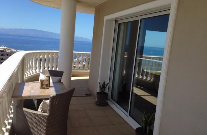 Luxuriöse Wohnung mit Panoramablick auf den Atlantik, die Los Gigantes Klippen und zur Insel La Gomera
