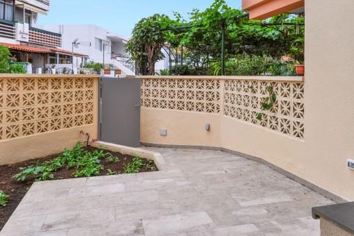 Eingang der Wohnung mit Garten