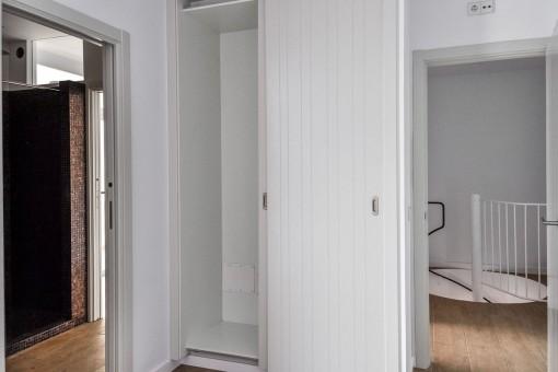 Weiteres Schlafzimmer mit Zugang zum Badezimmer