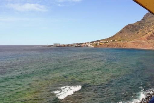Ein-Zimmer-Wohnung in erster Meereslinie, direkt vor Piscina Natural de Bajamar