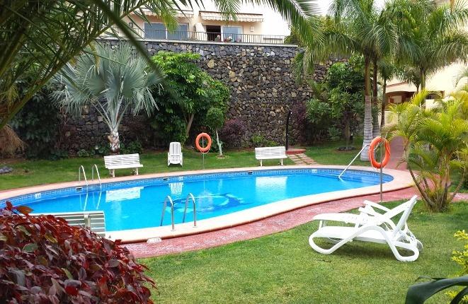 Schönes Ambiente um den Pool