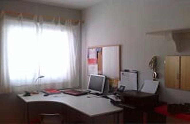 Ein weiteres Schlafzimmer (als Büro genutzt)