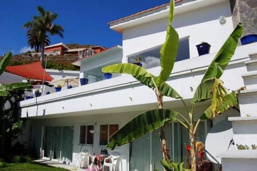 Modernes Haus mit hervorragendem Blick auf das Meer und Orotava-Tal, zwei separaten Gästeapartments und Garage