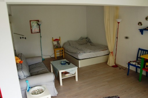 Sofa und Doppelbett