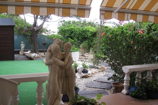 Schönes Apartment mit Terrasse, privatem Garten und Gemeinschaftspool in Los Cristianos