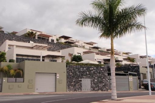 Schicke Villa in Playa de las Americas mit Pool, Aufzug, Garage und Meerblick