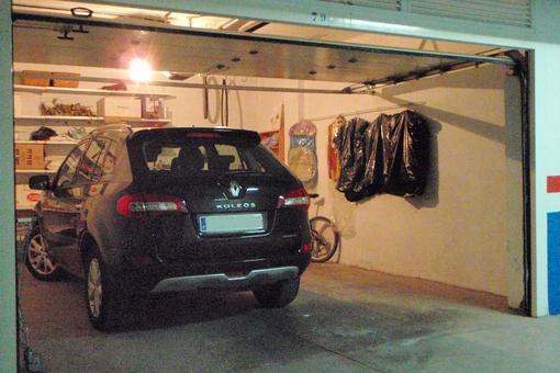 Tiefgarage mit einer separaten Garage für zwei Autos