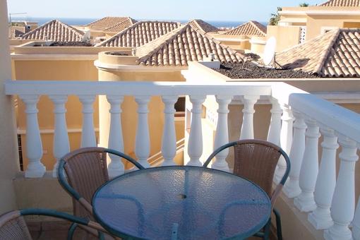 Schöne Wohnung mit zwei Schlafzimmern, Terrasse, Schwimmbad und Meerblick in Del Duque