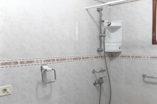 Hauptbadezimmer mit Tageslicht