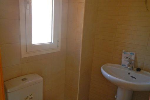 Gäste-WC neben dem Wohnzimmer