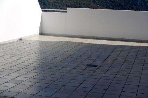 Anderer Blick auf die große 60m² Terrasse