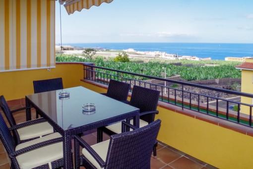 Schöner Balkon mit Loungebereich