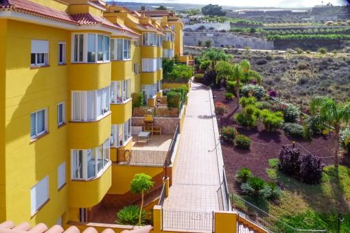 Hochwertige, moderne und sehr gepflegte Duplex Wohnung mit 2 Schlafzimmern, 2 großen Terrassen, Pool und Tiefgarage