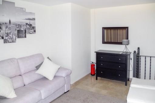 Gemütlicher Wohnbereich mit Sofa