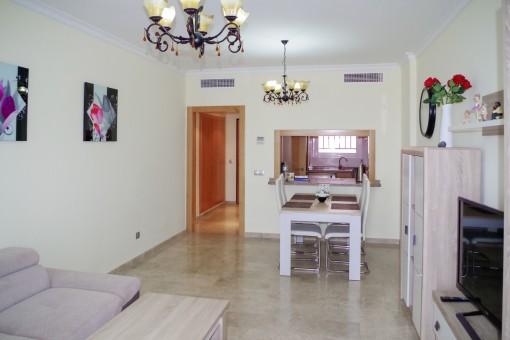 Moderne, hochwertige Wohnung mit einer Gartenterrasse und einer privaten Garage in ruhiger Lage von Puerto de Santiago