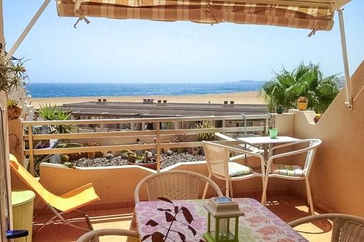 Herrliche Terrasse mit Strandblick