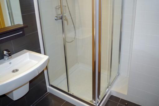 Alternative Ansicht des Duschbadezimmers
