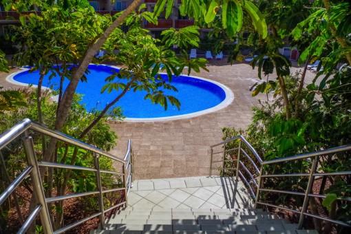 Zugang zum schönen Poolbereich