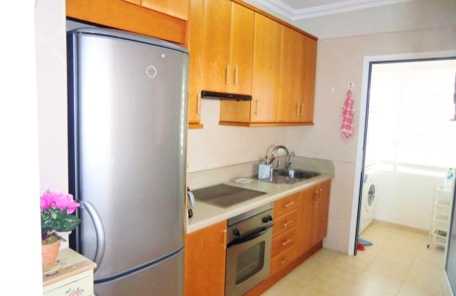 Moderne und voll ausgestattete Küche