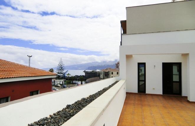 NEUBAU: Penthouses mit großer Terrasse, Garten und Meerblick
