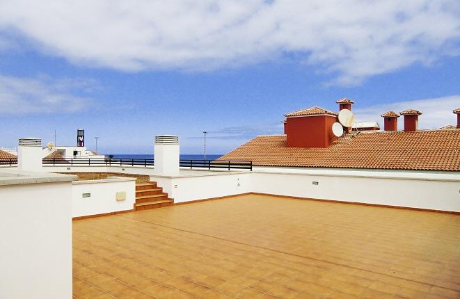 Große Dachterrasse mit Meerblick