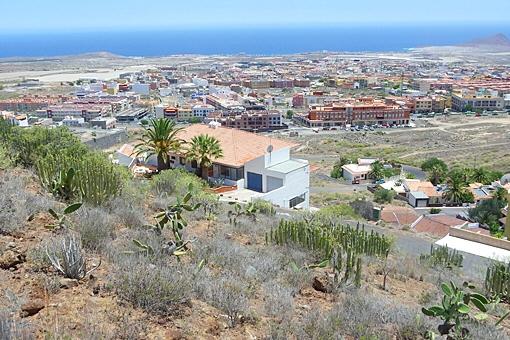 Das oberste Grundstück über der Atlantikküste mit der Montaña Roja