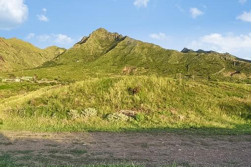 Grundstück von ca. 10.000 qm in Bajamar, in der Nähe von Piscina Natural und Club Náutico