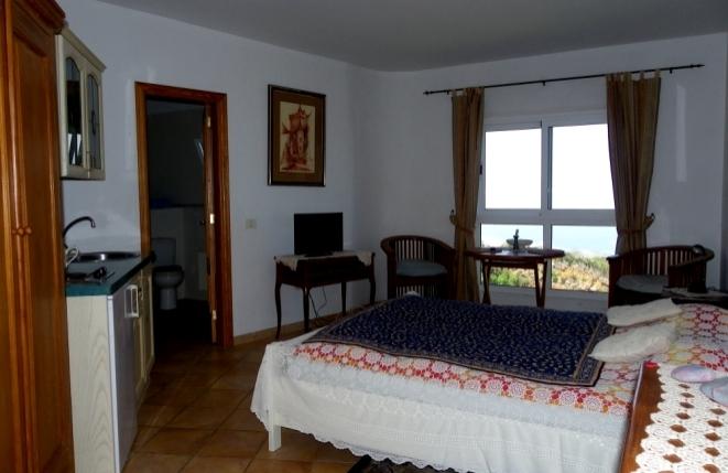 Zimmer mit Küchenzeile, Bad und Meerblick