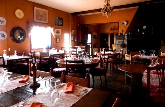 Restaurant mit Kamin und bis zu 50 Sitzplätzen