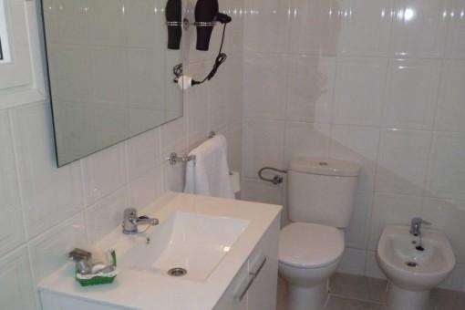 Eines von insgesamt 8 Badezimmern