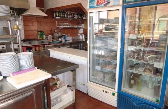 Küche mit Kühl-und Tiefkühlschränken