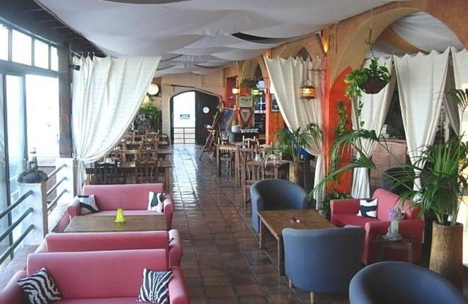 Stilvolles Restaurant mit Meerblick