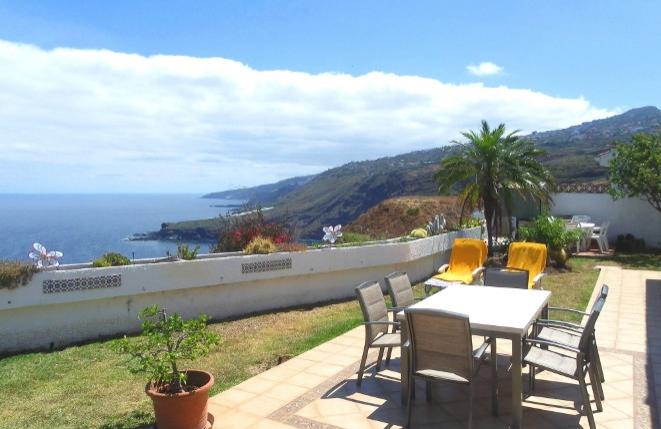 Villa in erster Meereslinie mit Zentralheizung, Jacuzzi und Gemeinschaftsschwimmbad