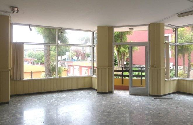Attraktives Ladengeschäft oder Praxis mit viel Fensterfläche in zentraler Lage