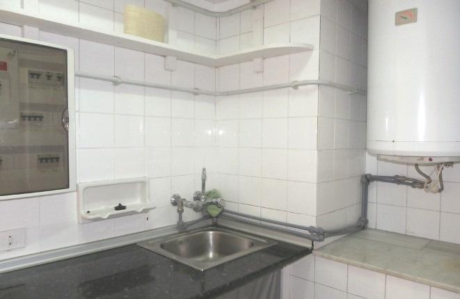 Kitchenette mit Warmwasser und Spüle
