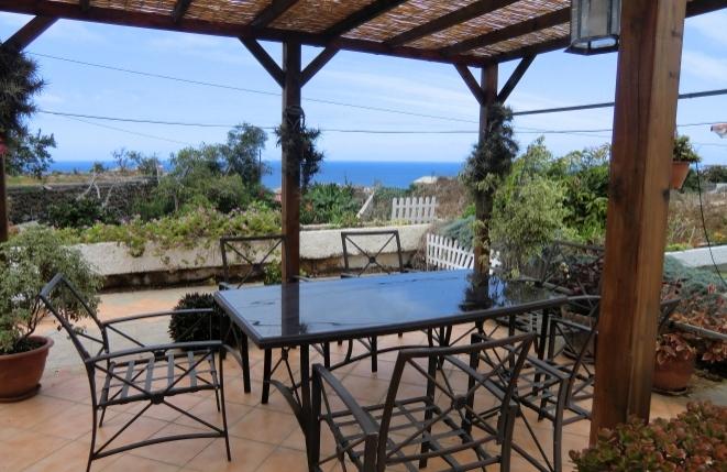 Bungalowhaus mit mehreren Terrassen in Puerto de la Cruz mit Meer- und Teideblick