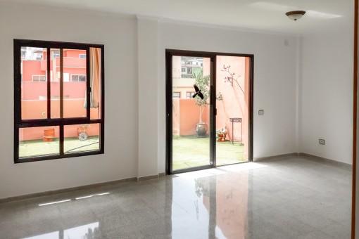 Möglicher Wohnbereich mit direktem Terrassenzugang