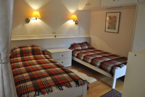 Schlafzimmer mit Einbaukleiderschrank