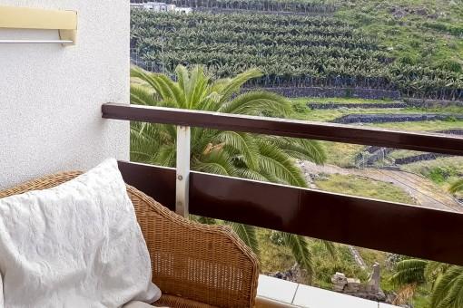 Großzügig geschnittener Balkon mit Loungebereich