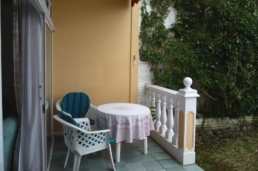 Gartenterrasse mit Nachmittagssonne