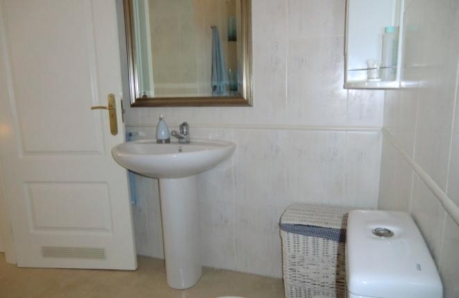 Das helle Bad mit Waschbecken