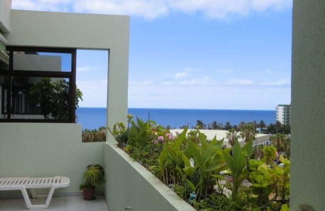 Terrasse mit Blick zum Atlantischen Ozean