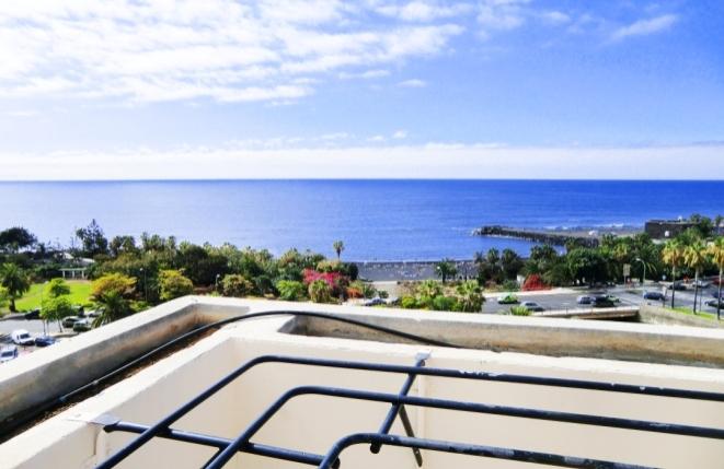 Entzückendes Zweizimmerapartment nahe Playa Jardín mit Meerblick und Pool